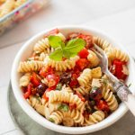 This Vegan Italian Pasta Salad is the perfect party appetizer or lunch/dinner recipe. Serve it hot or cold! It is an easy to make flavor bomb. | The Green Loot #vegan #veganrecipes