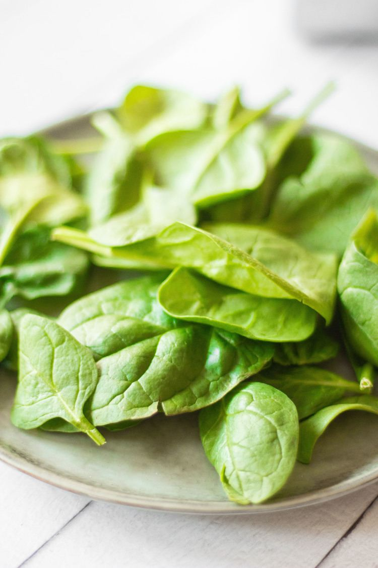 fresh spinach leaves on a plate