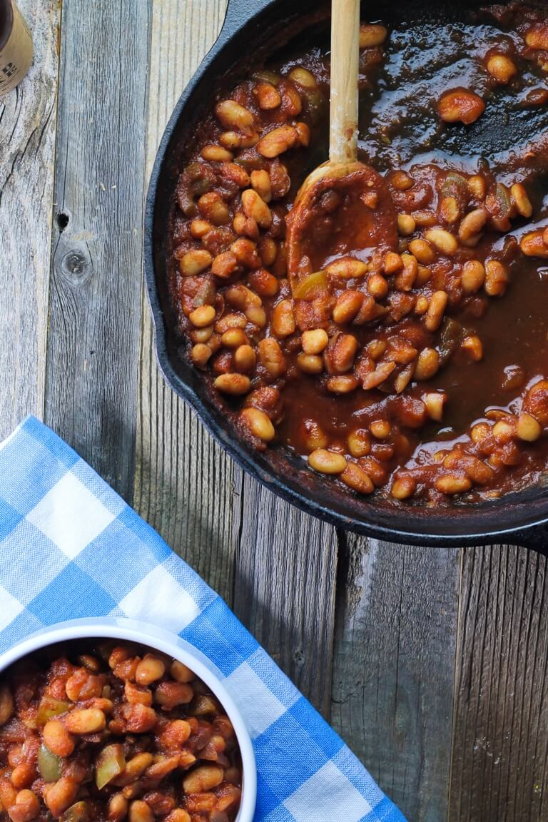 Vegan Easy Skillet BBQ Baked Beans // Serve some baked beans at your BBQ to win the hearts of every generation. | The Green Loot #vegan #summer
