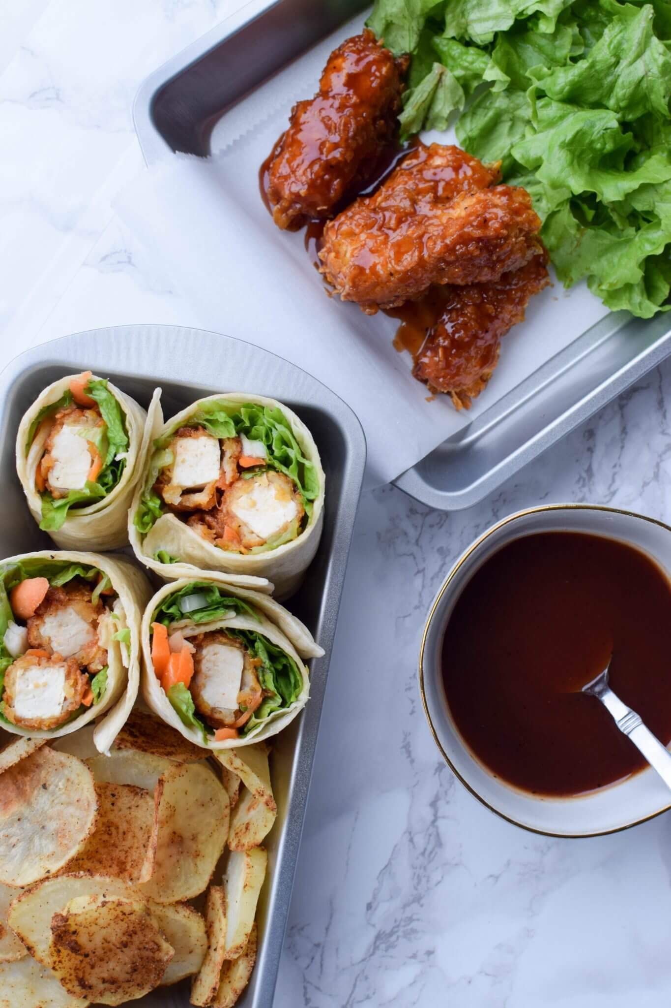 Vegan Crispy BBQ Tofu Wraps // Crispy, BBQ and tofu. What else do you need for an absolutely mouthwatering dish?| The Green Loot #vegan #summer