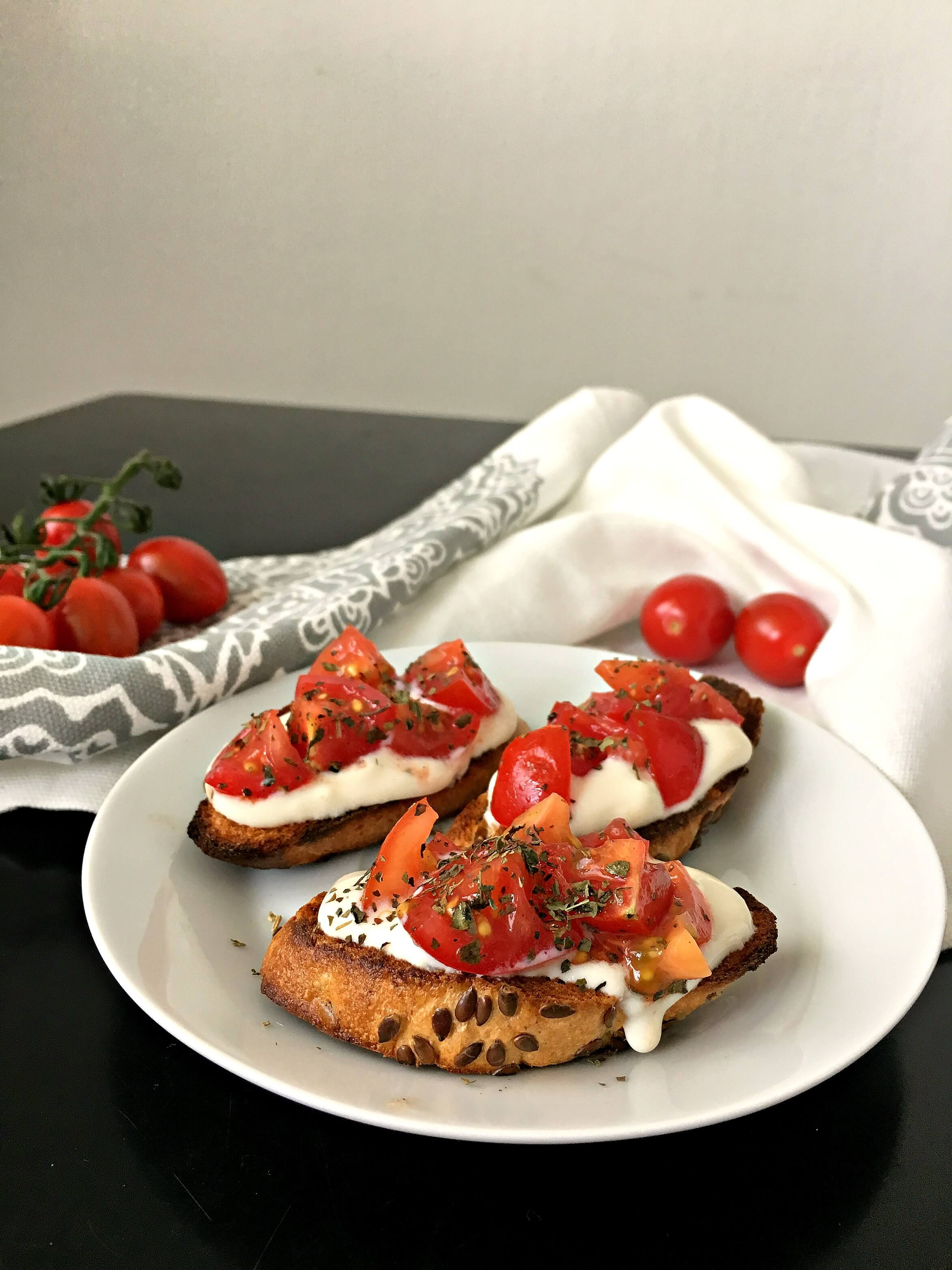 These vegan Bruschetta Bites are the perfect Italian party appetizers for Summer. Toasted baguette slices, fresh tomatoes, basil and creamy soy yogurt create a super flavorful finger food. | The Green Loot #vegan