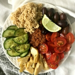 Vegan Mediterranean Bowl with Sun-dried Tomato Pesto is an easy, nutrition-packed dinner. A must-have for Summer dinner parties! | The Green Loot #vegan