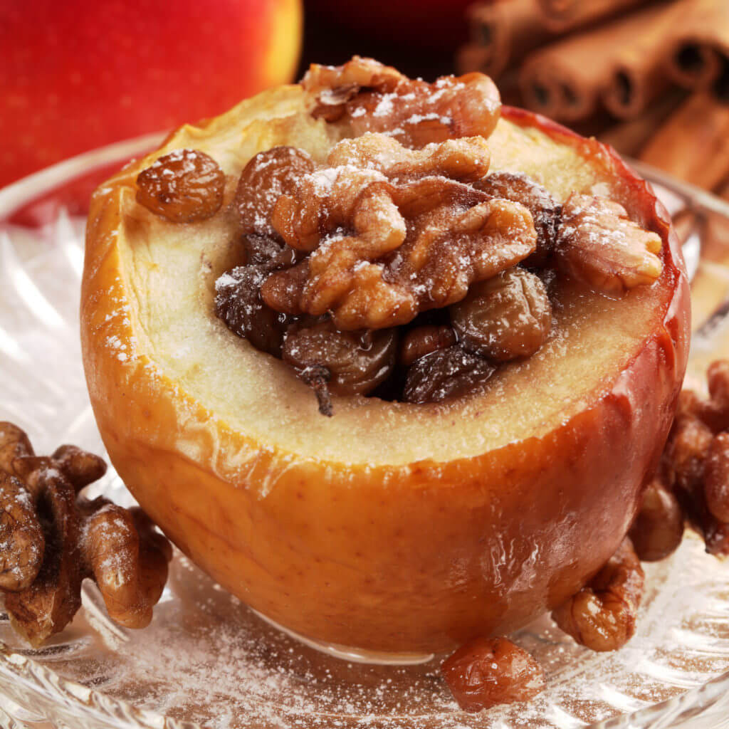Vegan Baked Apple with Walnuts // | The Green Loot #vegan