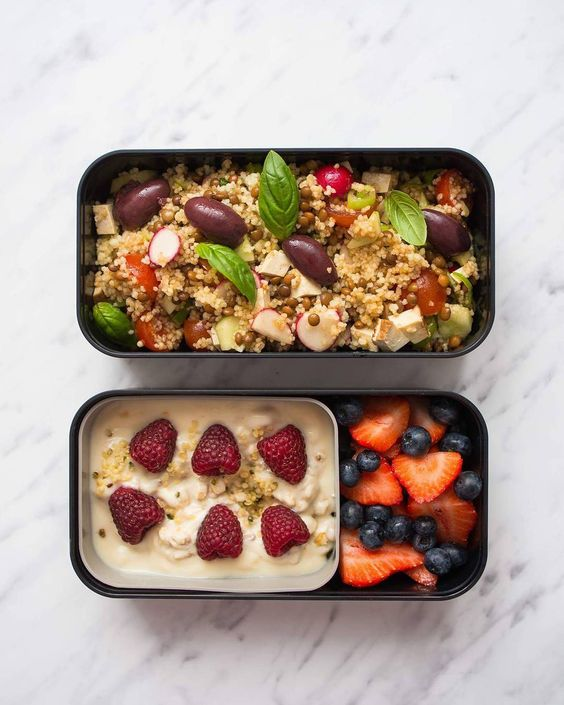 Vegan Quinoa Salad with Fruity Oatmeal | The Green Loot #vegan #bento