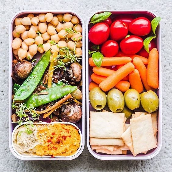 Vegan Cooked Chickpeas, Hummus and Crackers | The Green Loot #vegan #bento