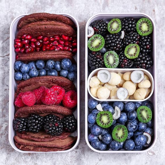 Vegan Chocolate Pancakes and Berries | The Green Loot #vegan #bento