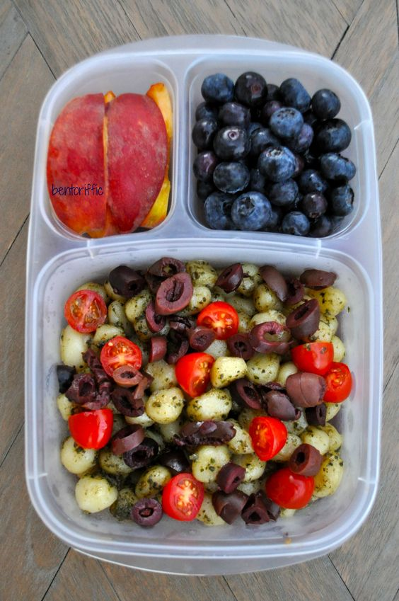 Vegan Mini Gnocchi with Tomatoes & Olives | The Green Loot #vegan #bento