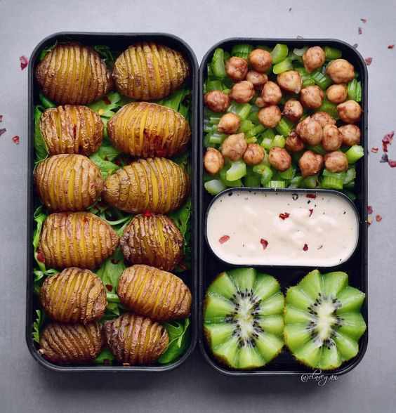 Vegan Hasselback Potatoes with Kiwis | The Green Loot #vegan #bento