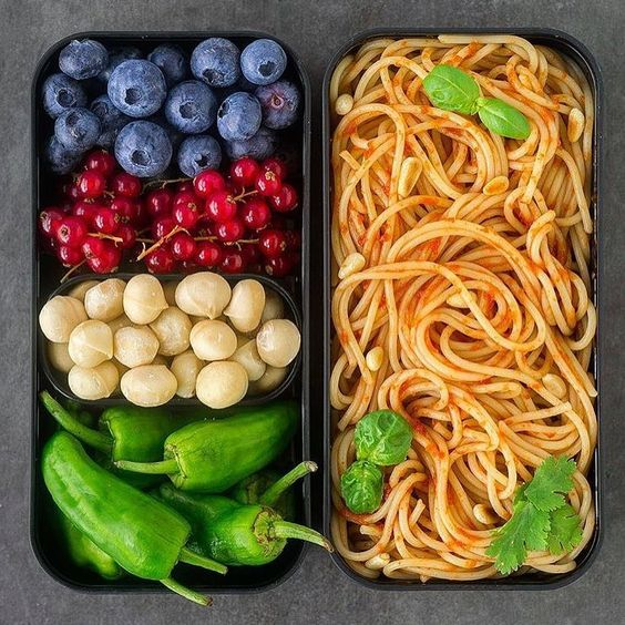 Vegan Spelt Spaghetti with Red Bell Pepper Sauce | The Green Loot #vegan #bento