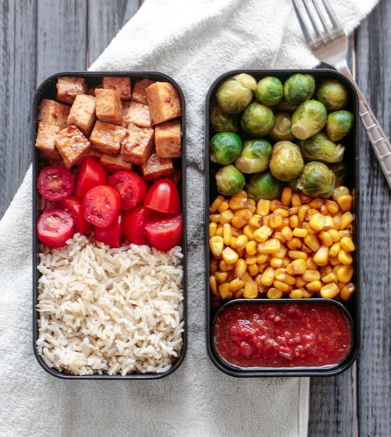 Vegan Soyaki tofu, Salsa and Veggies | The Green Loot #vegan #bento