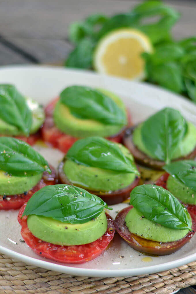Raw Vegan Avocado Caprese Salad | #raw #vegan