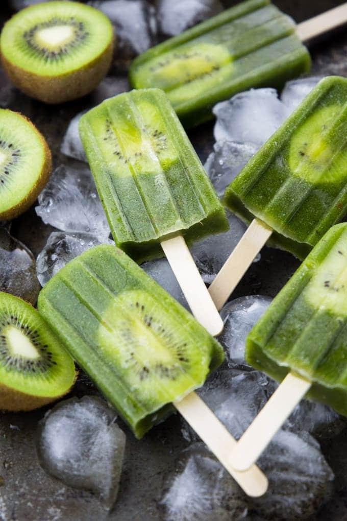 Vegan Green Smoothie Popsicles | #vegan #dairyfree