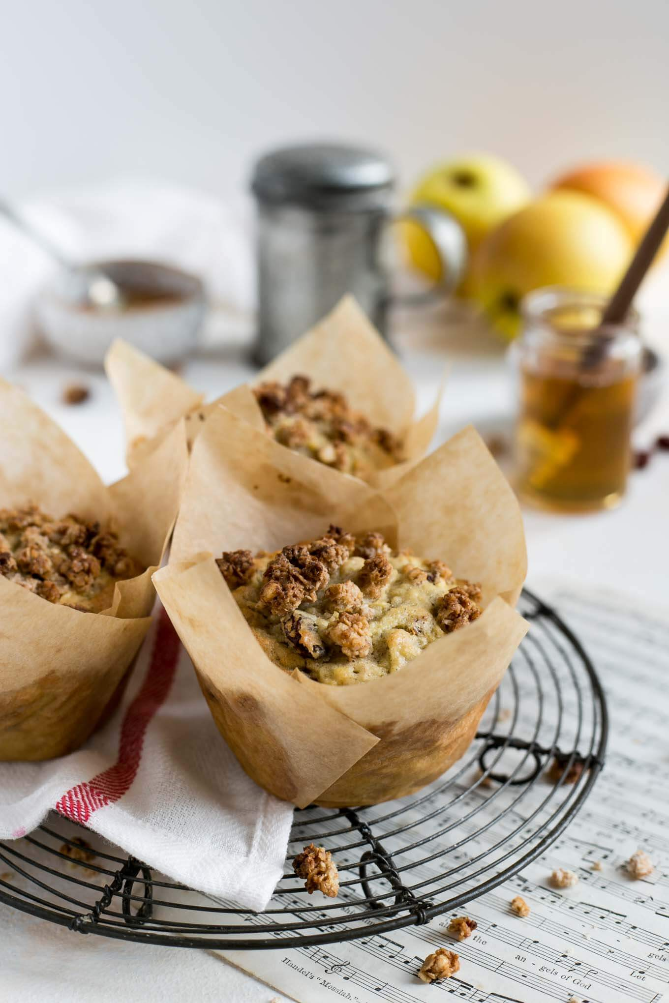 Vegan Apple and Granola Breakfast Muffin | #vegan