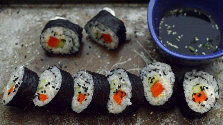 Vegan Philadelphia Sushi Roll | #vegan #sushi