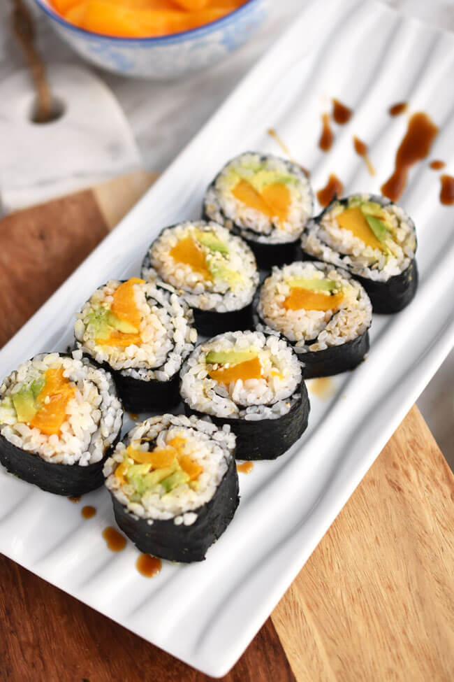 Vegan Peach Avocado Sushi Rolls | #vegan #sushi