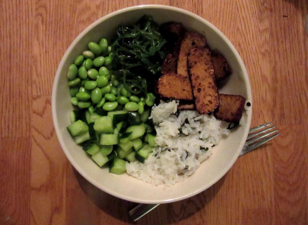 Vegan Smoked Tofu Sushi Roll | #vegan #sushi