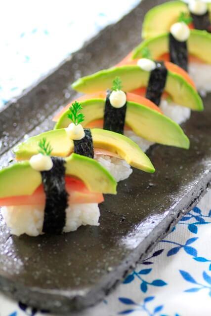 Vegan Avocado Tomato Nigiri Sushi | #vegan #sushi