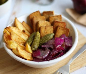 """This Budget Friendly """"Buddha Bowl"""" is a super cheap, but healthy and plant-based, vegan meal that's full of flavors! Forget boring rice and beans, potatoes and tofu are so much better. ;) 