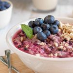 Blueberry Almond Oatmeal - a high-protein vegan breakfast recipe, that's sweet, tart, crunchy and soft at the same time. It's clean eating and nutritious. Perfect for weight loss too! | The Green Loot #vegan