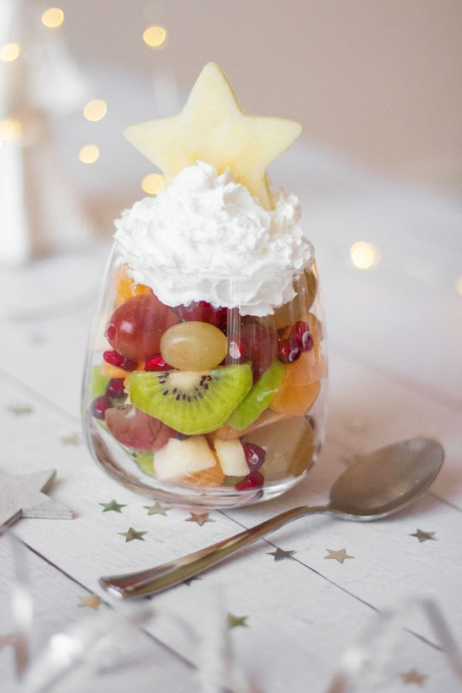 These vegan Christmas Fruit Salad Cups are the perfect holiday desserts and treats! They are cute, super easy and quick to make! | The Green Loot #vegan #veganrecipes #Christmas