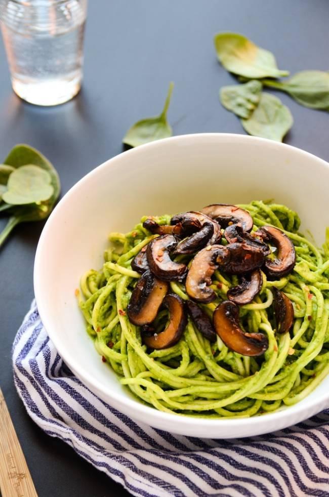 Avocado-Spinach Pesto Pasta with Mushrooms