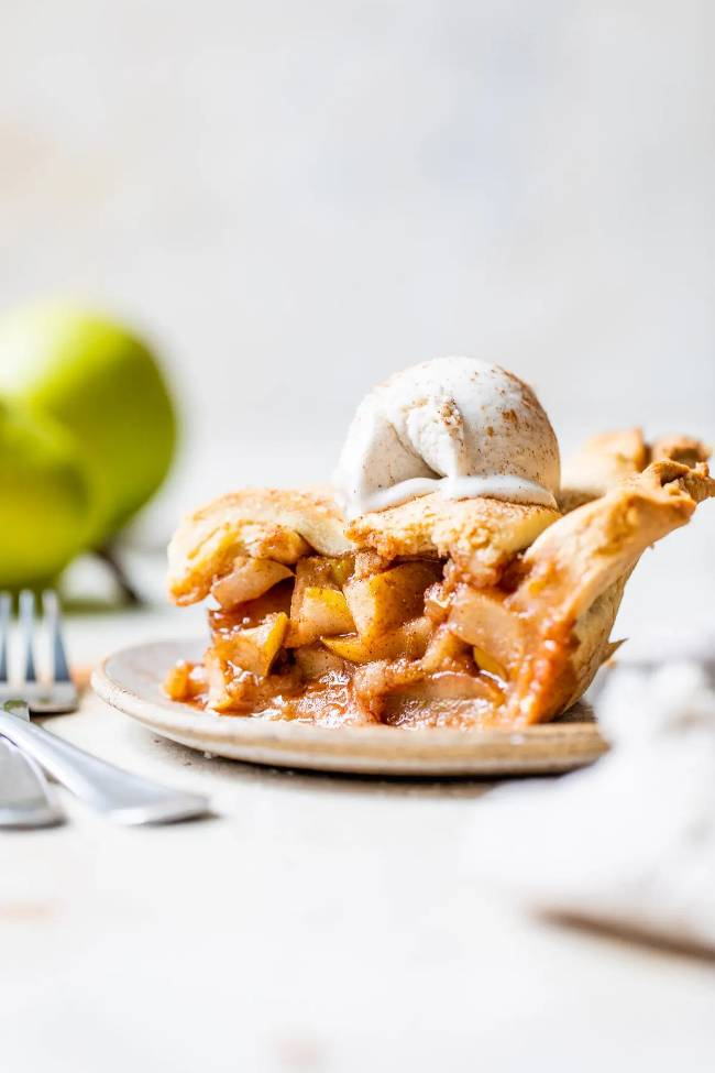 Chai Spice Pear Pie